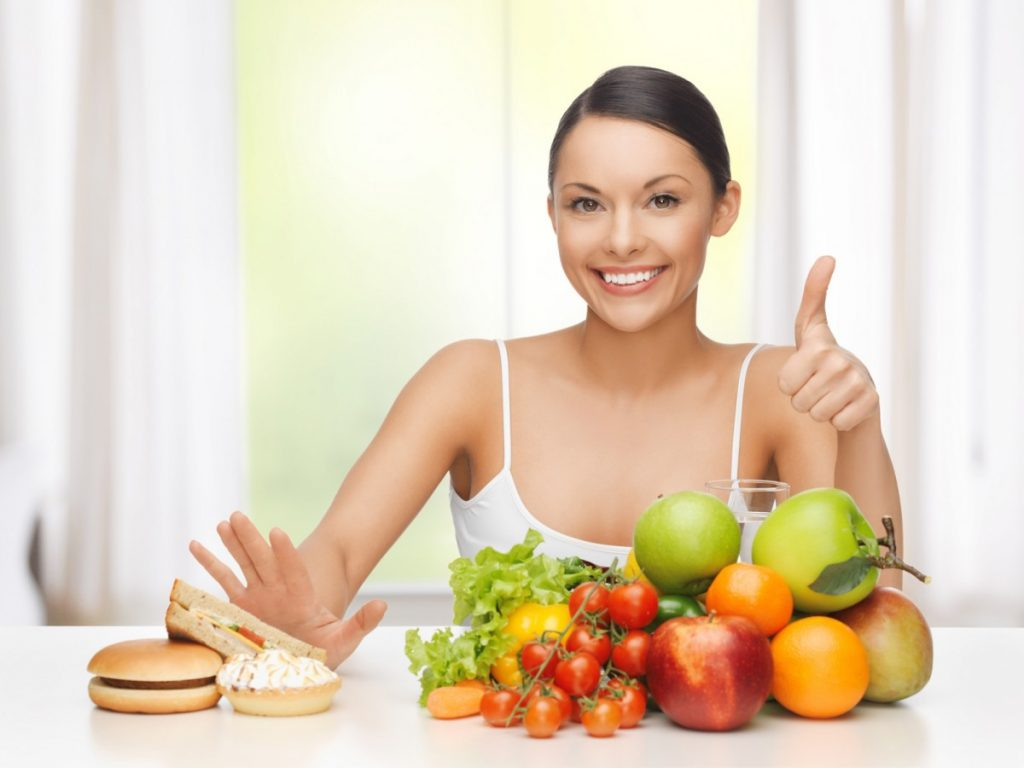 những thực phẩm cần tránh trong việc làm đẹp giúp xóa nổi lo da dầu mụn